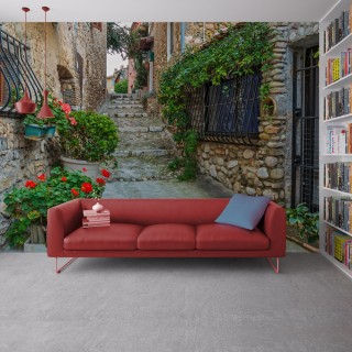 Fransa'da Eski Şehirde Çiçeklerle Dar Sokak Duvar Posteri