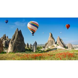 İri Kayalar Üstünde Uçan Renkli Sıcak Hava Balonları Duvar Kağıdı